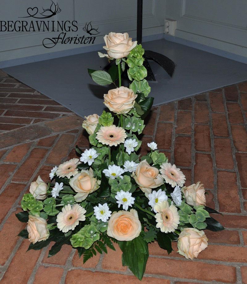 begravningsblomma-rosor-gerbera
