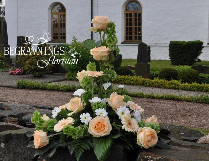 begravningsblommor-rosor-molucella