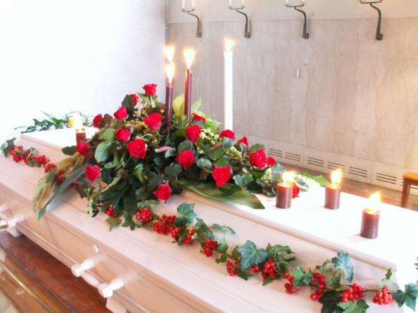 begravningsblomma-roda-rosor