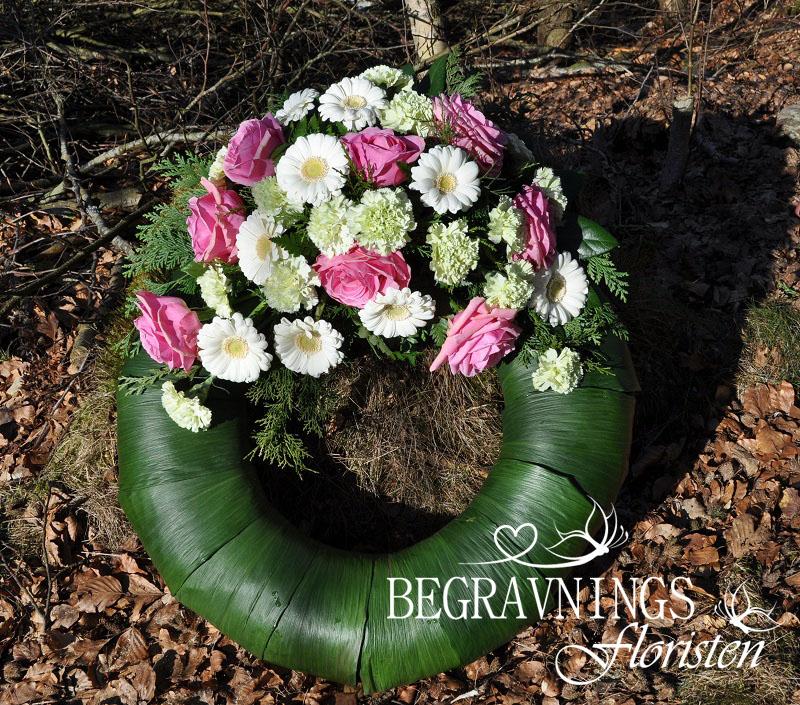 begravningskrans-rosor-gerbera-nejlikor