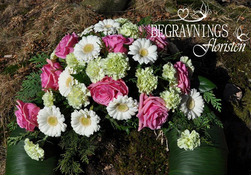begravningsblommor-rosor-nejlikor-gerbera