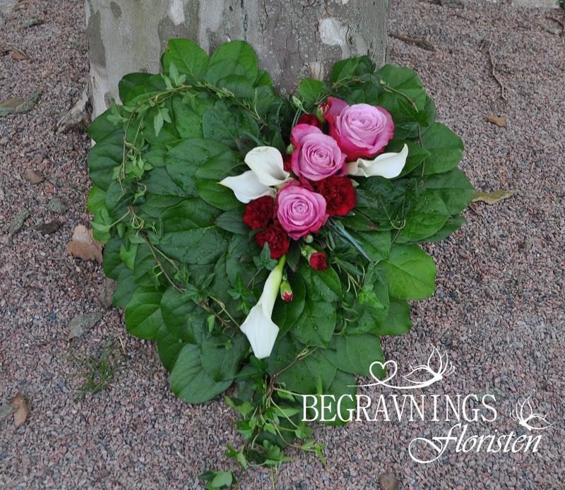 Hjarta-av-blommor-och-blad