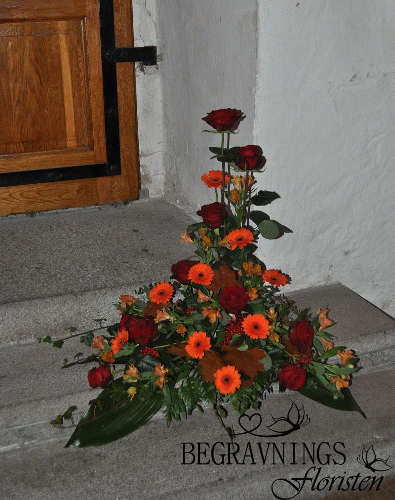 begravningsblommor-host-rosor