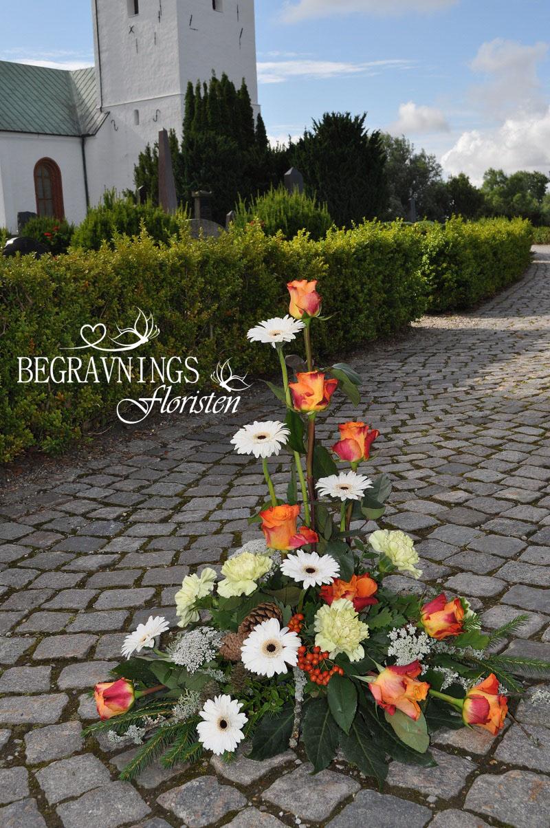 begravningsblommor-rosor-nejlikor