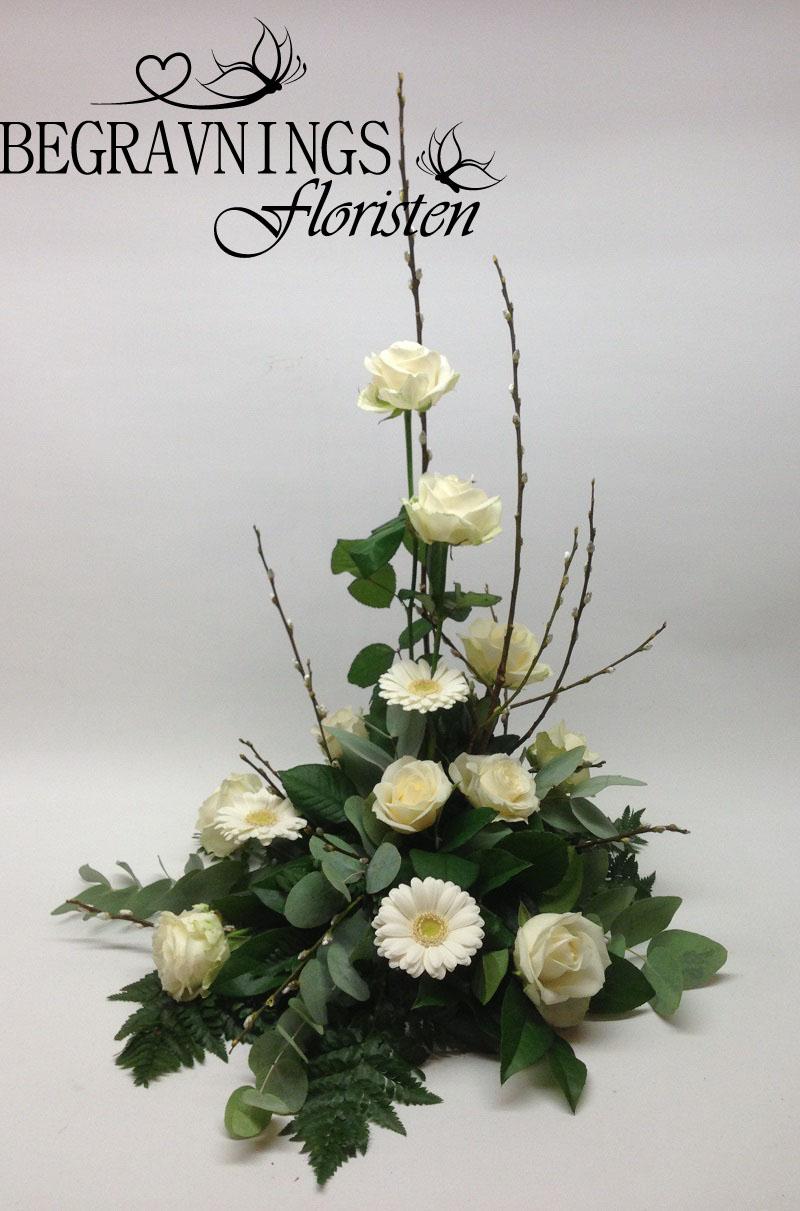 begravningsblommor-vitt-rosor