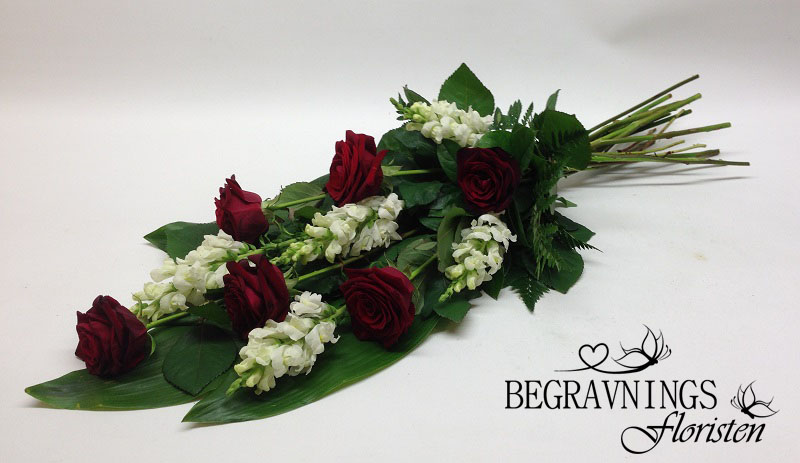 Begravningsbukett-roda-rosor copy