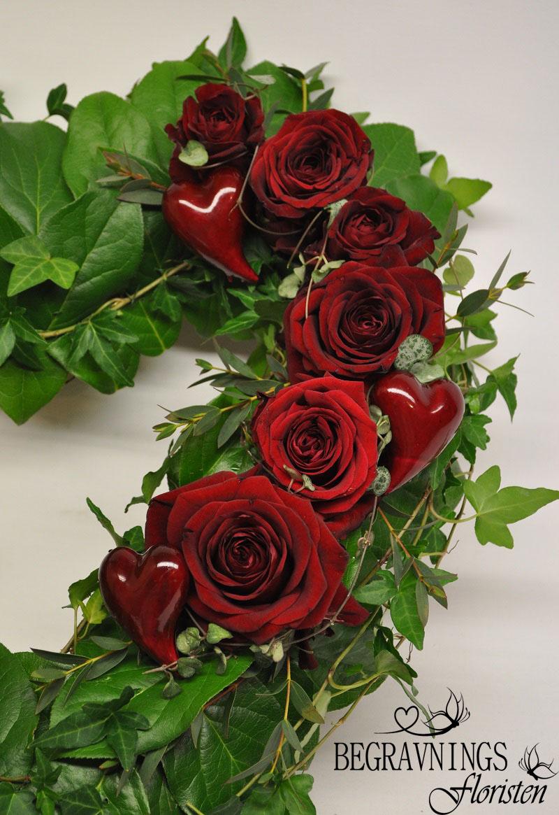 begravningsblomma-röda-rosor