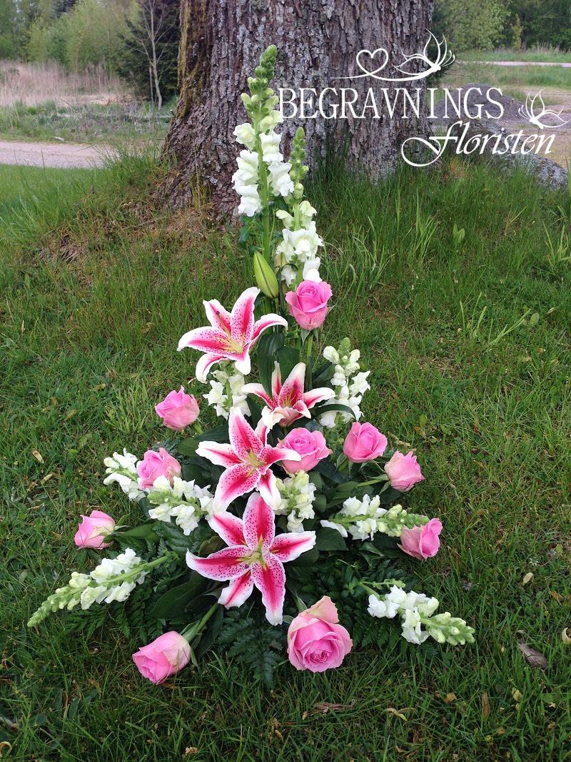 blommor-begravning-rosa-rosor-lilja