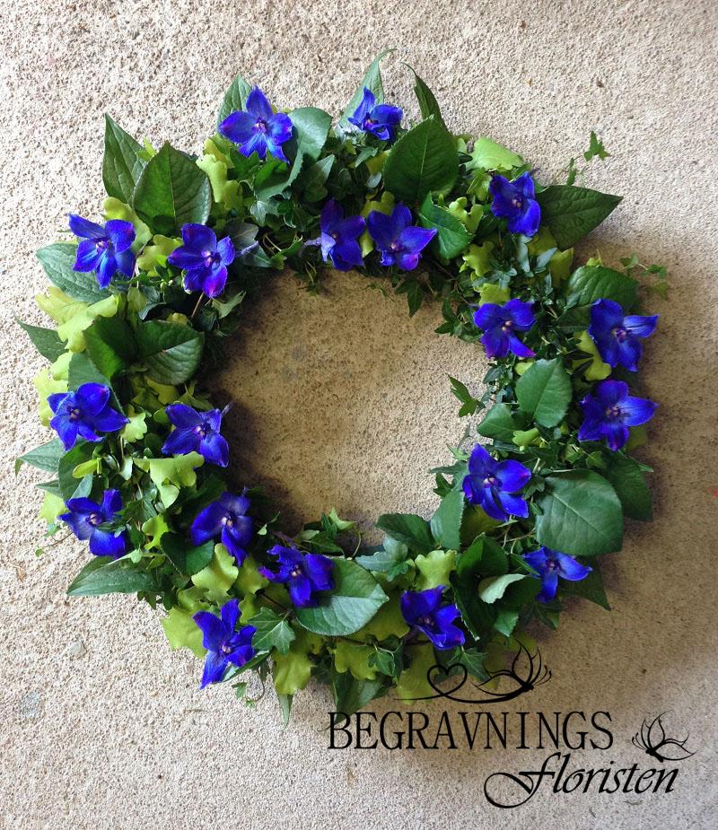krans-begravning-blå-blommor