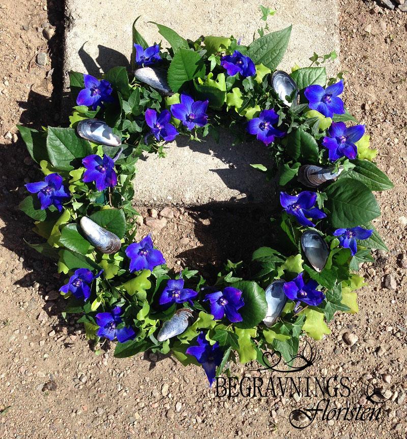 begravningskrans-urnkrans-blå