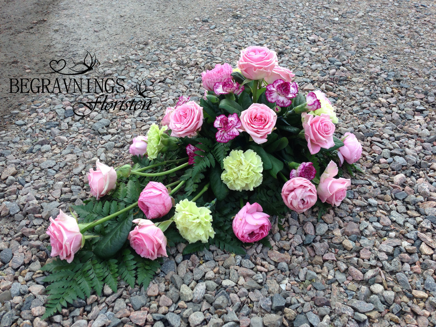 blommor-begravning-rosor-nejlikor