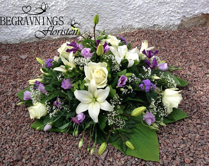 blommor-begravning-vita-rosor-lilja