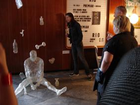 Fasten with tape - A sticky experience av Stefan Forss. Foto: Jannike Brantås.