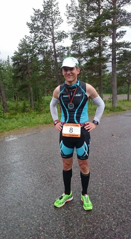 I mål i Laponia Triathlon 67N 2016  (observera att jag har även den nya Polar V800 Javier Gómez Noya Special Edition) Foto: Katarina Eneqvist