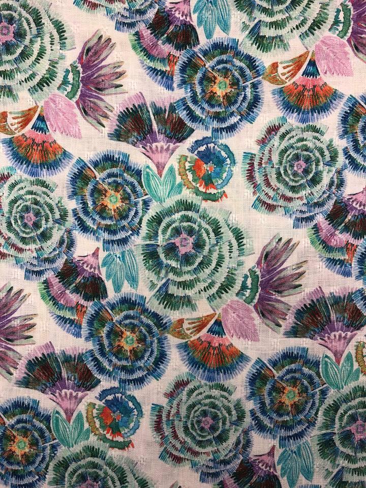 blå ranunkel lin linne vävt tyg metervara rosa lila turkos blommor