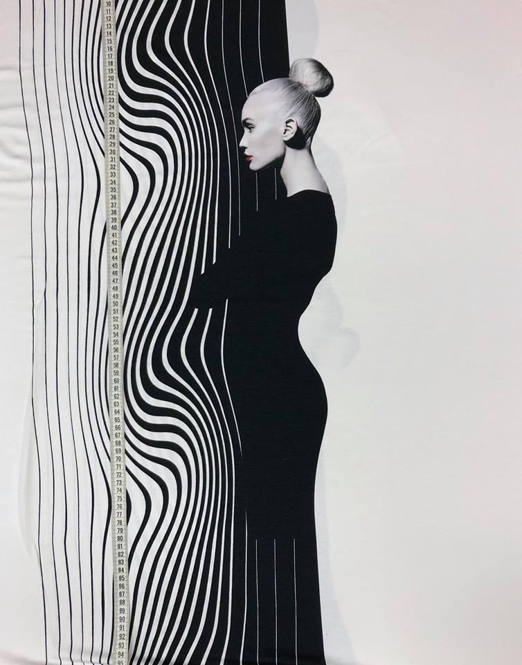 aurora viskos trikå mönsterrapport svart vit kvinna