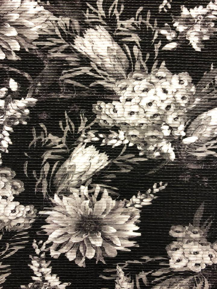 vildblomma svartvit plisserat mode tyg metervara svartvit