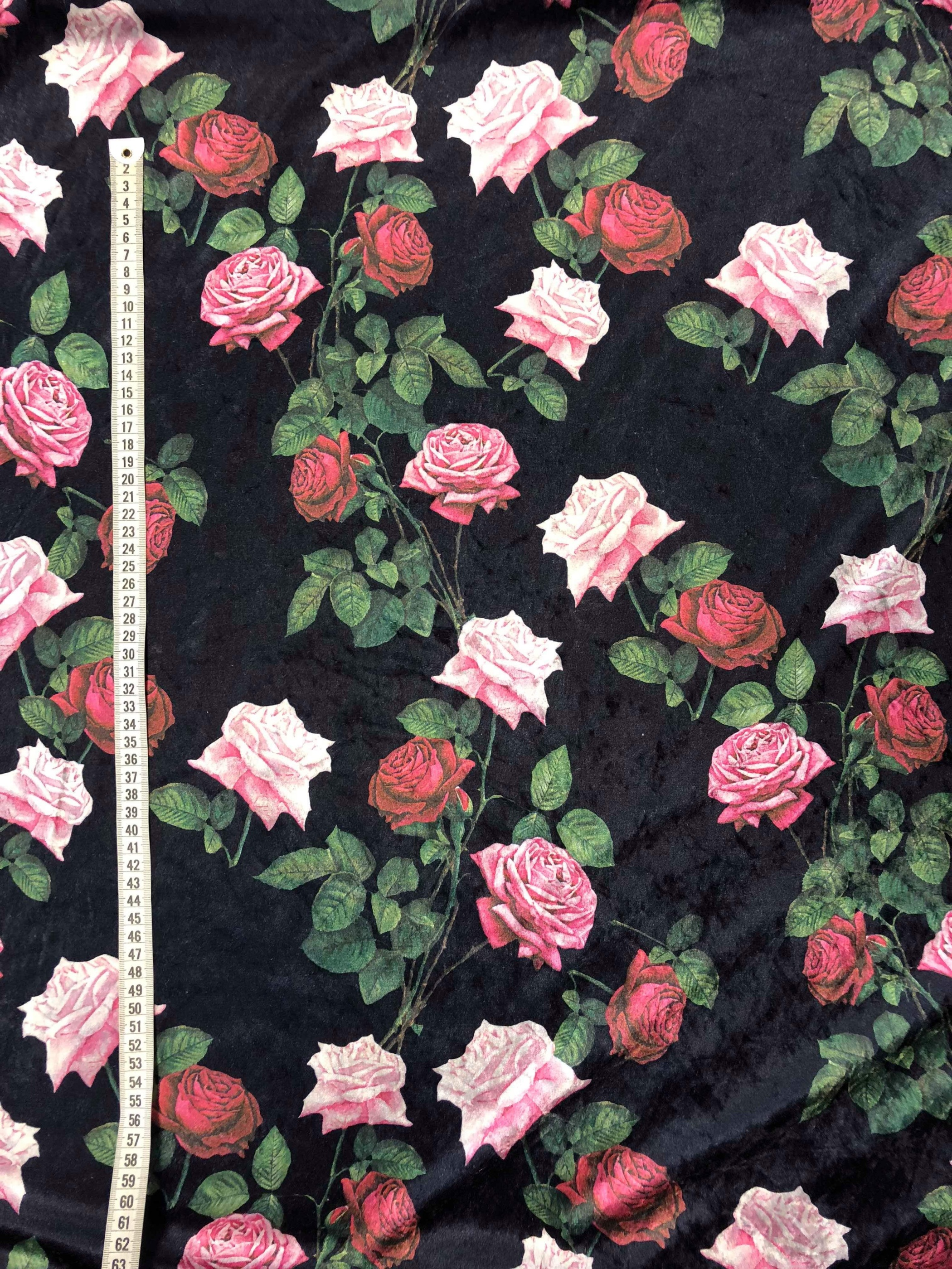 Krossad sammet rosentagg rosor svart grå polyester Tyglust Laholm metervara modetyg