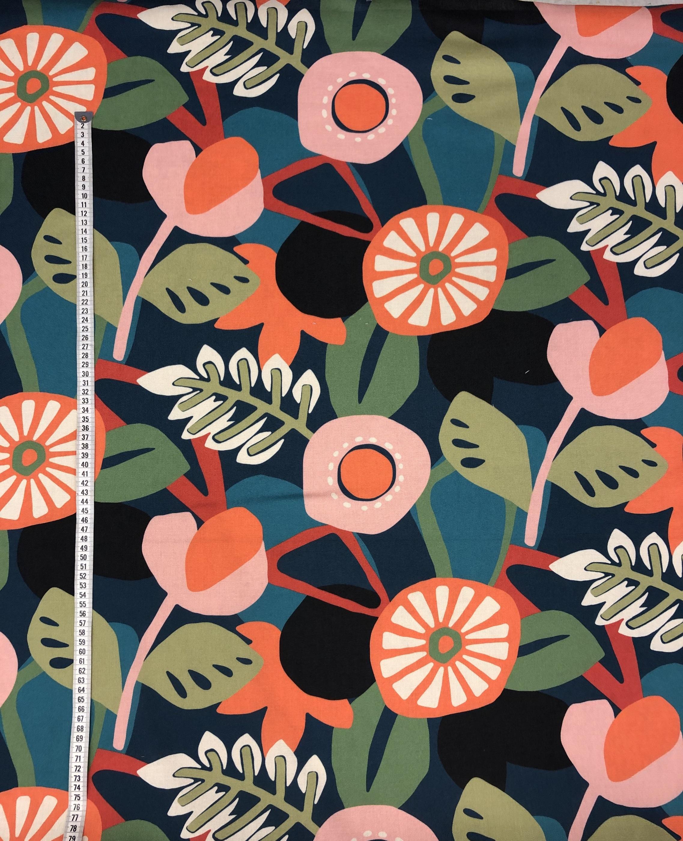 Blommor blad retro sommar somrig polyester hemtextil tyg metervara Tyglust Laholm