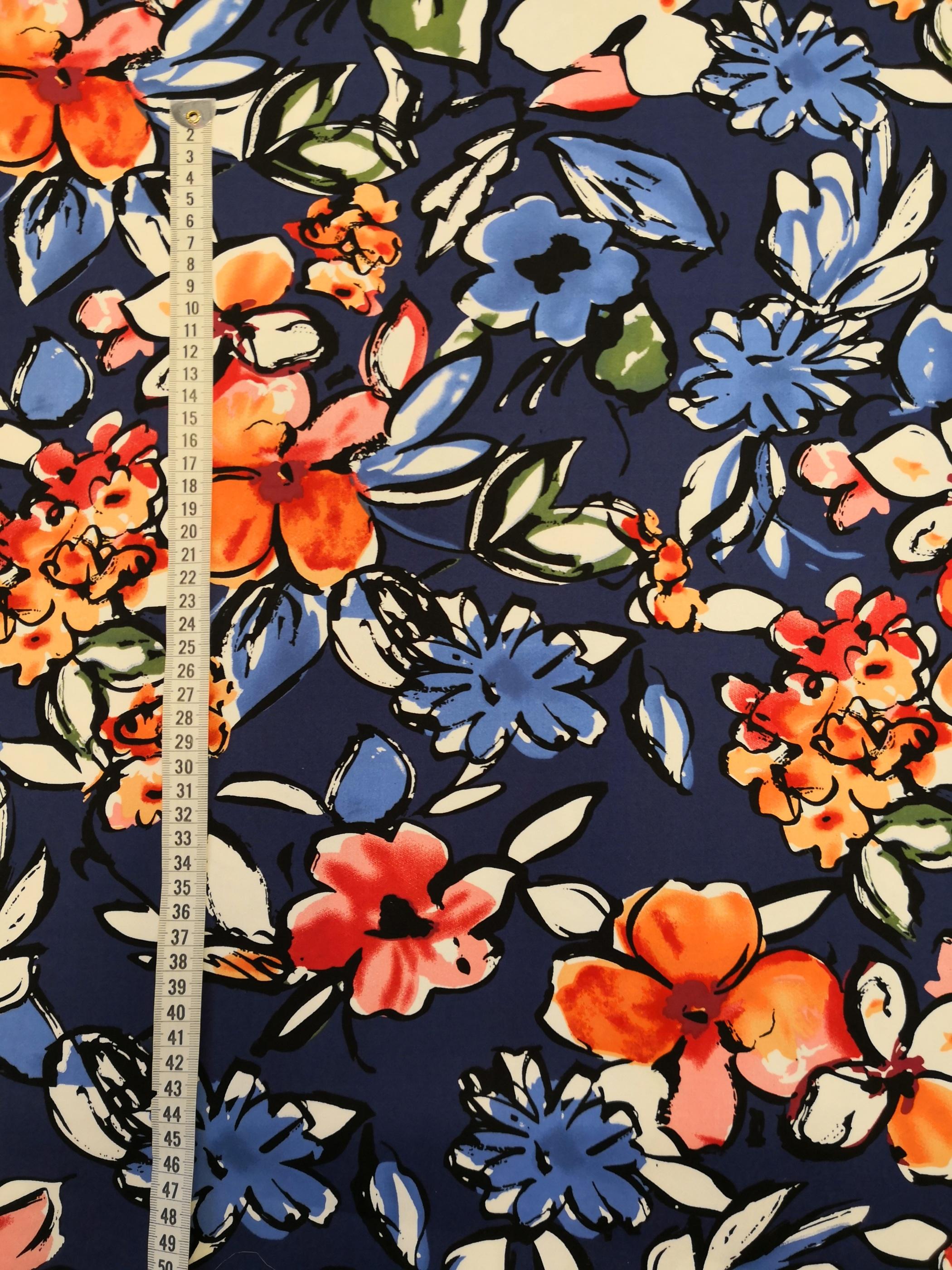 blommor på blå botten vy