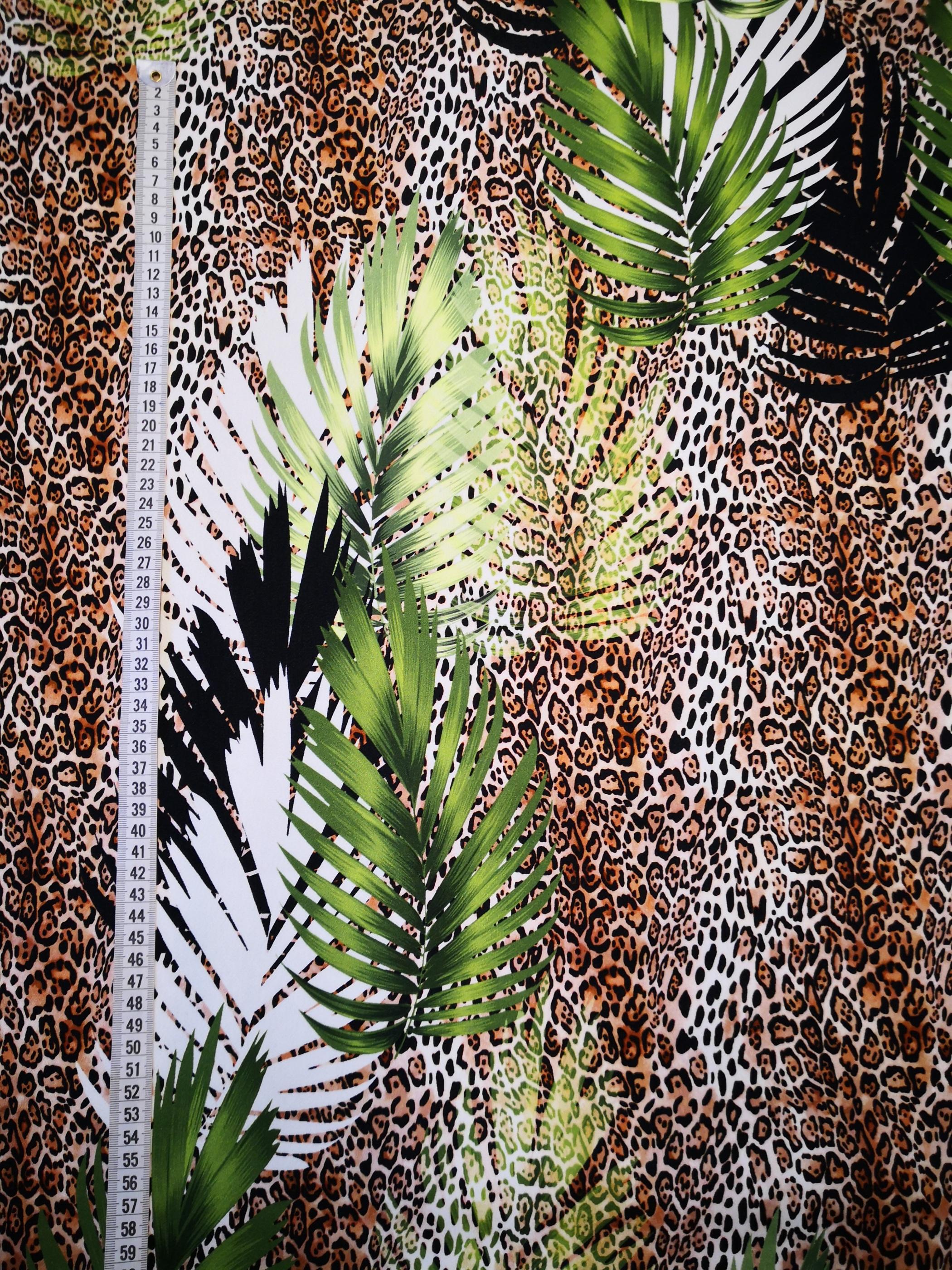leopard och blad vy