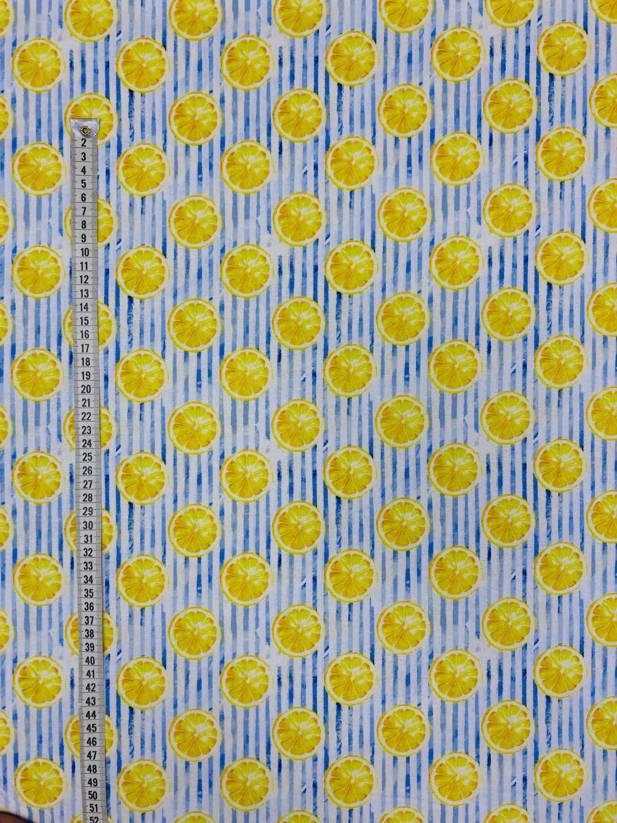 Citroner rand randigt blå vit gul bomullstyg metervara modetyg tyg Tyglust laholm