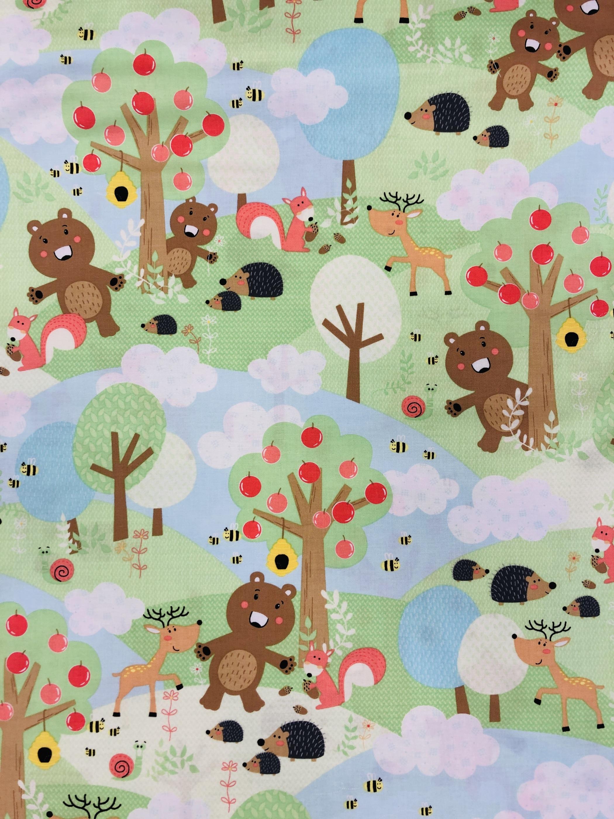 Friendship Forest barntyg djur igelkott Björn nalle träd blå grön metervara ekorre Tyglust Laholm