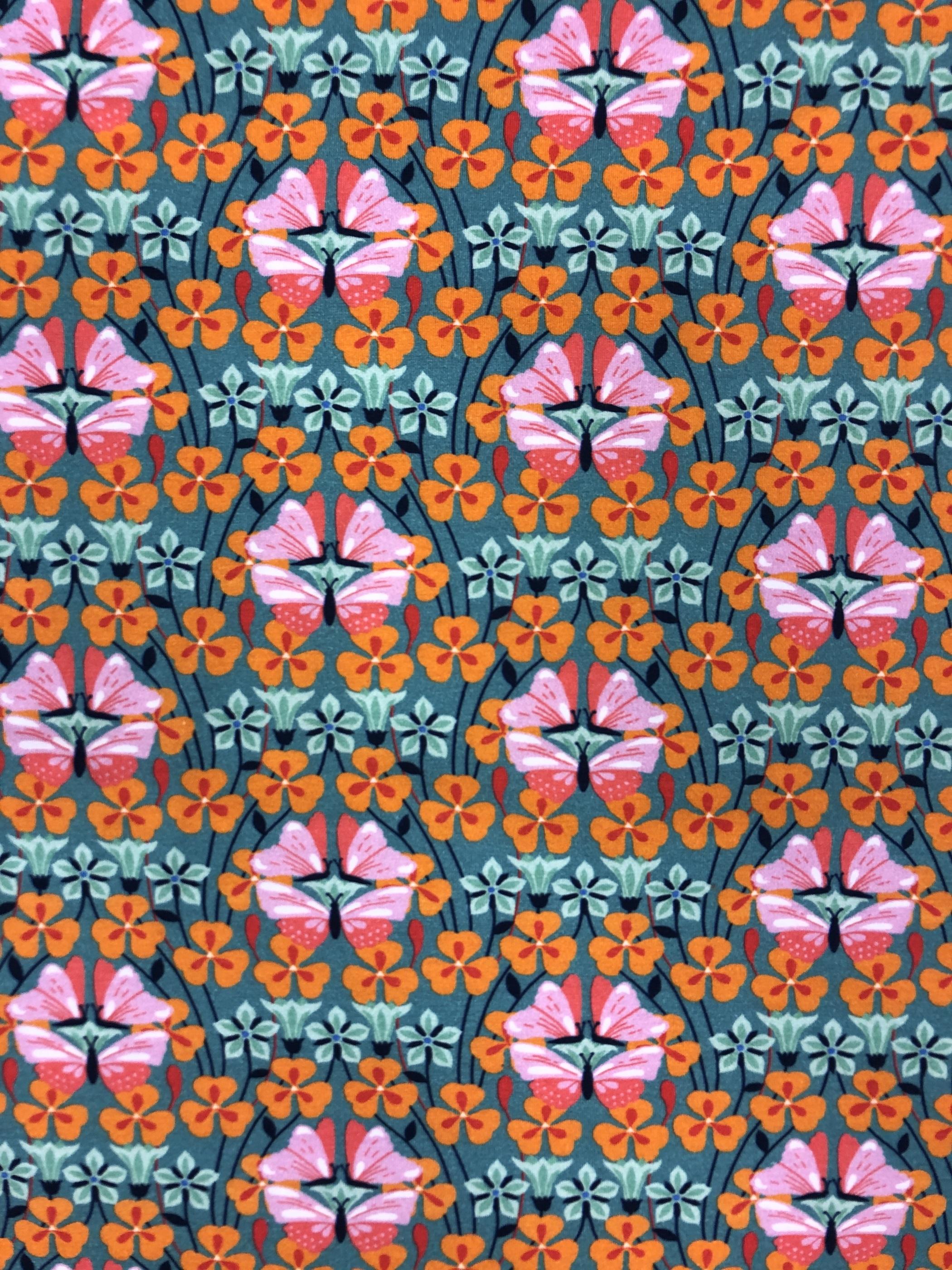 Flora fjärilar blommor färgglatt bomullstrikå trikå metervara modetyg Tyglust Laholm