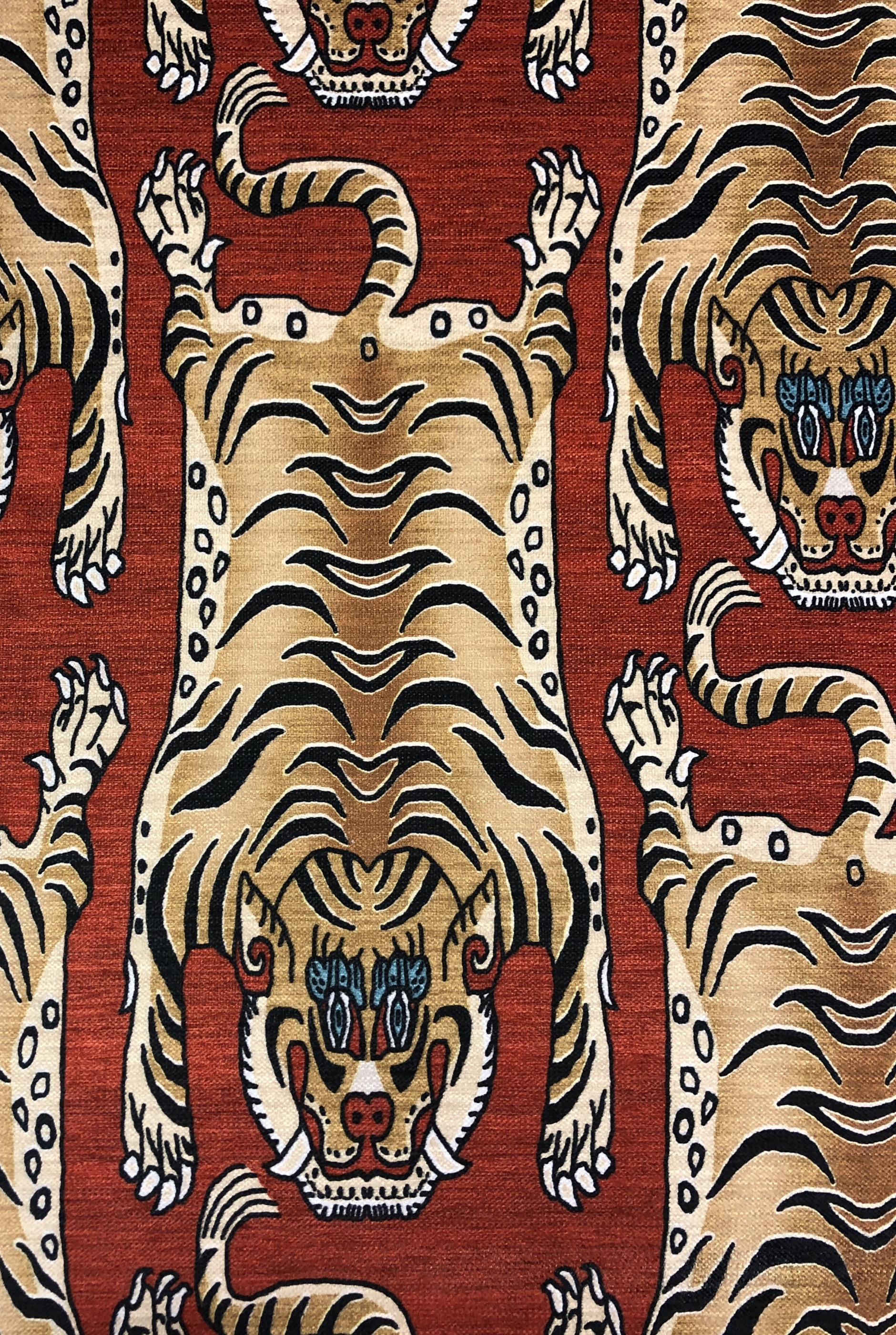 orientalisk tiger röd hemtextil metervara polyester tyglust laholm kuddar gardiner