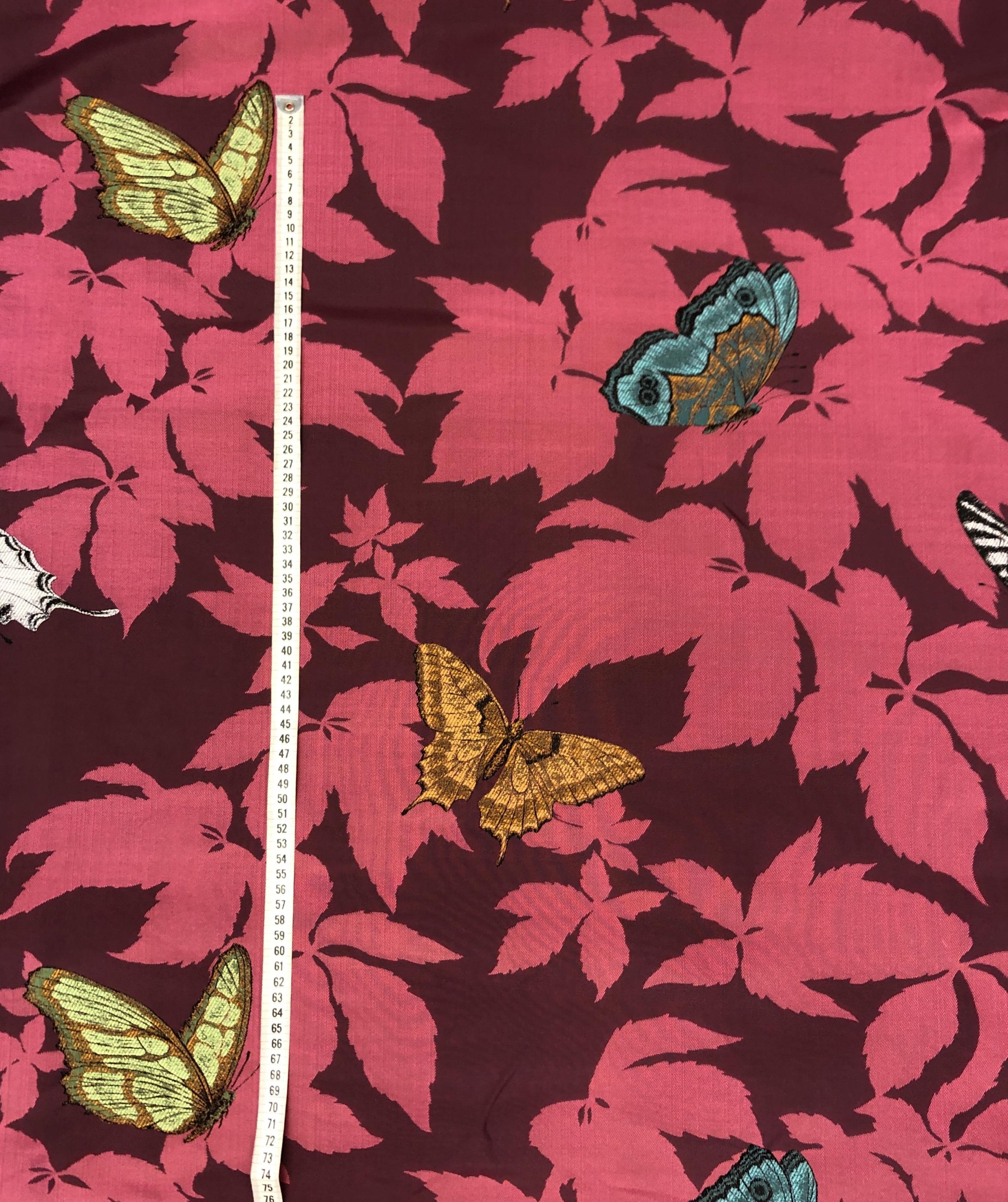 fjärilsträdgård fjäril jaquardväv metervara hemtextil modetyg tyglust laholm rosa