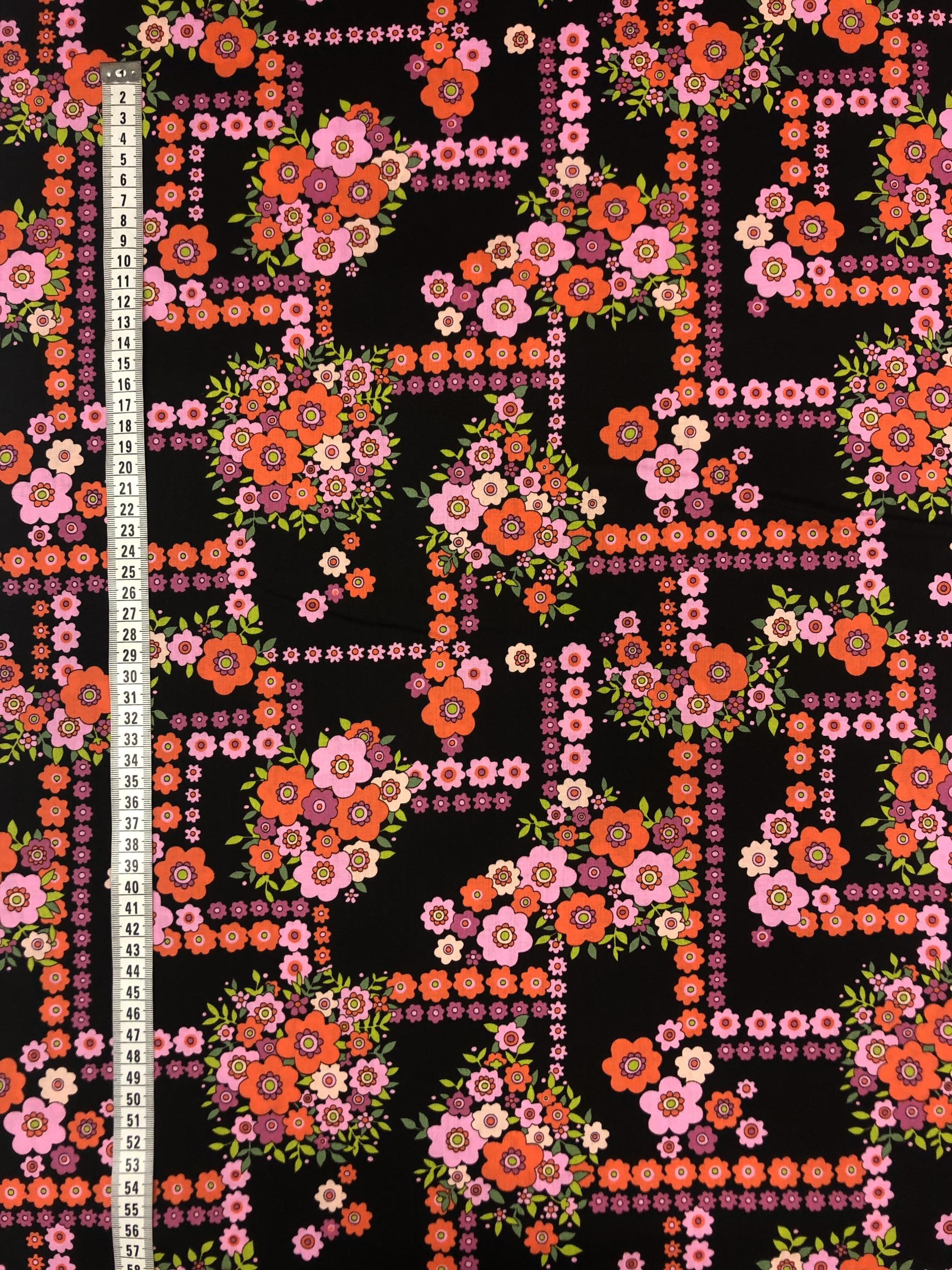 retro blomlabyrint blommor rosa orange svart modetyg metervara tyglust laholm