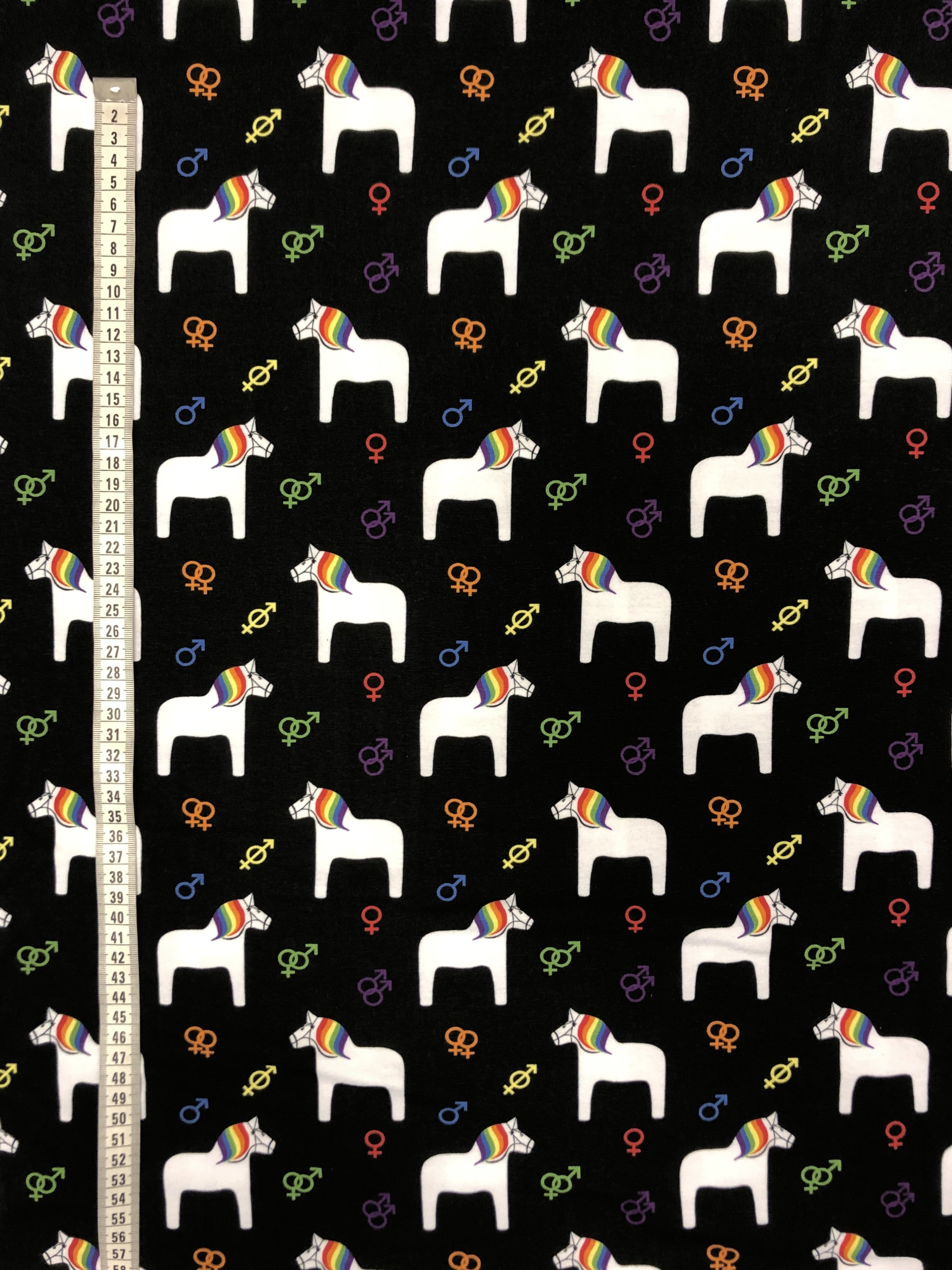 regnbågshästar regnbåge hästar pride bomullstrikå trikå modetyg svart tyglust laholm