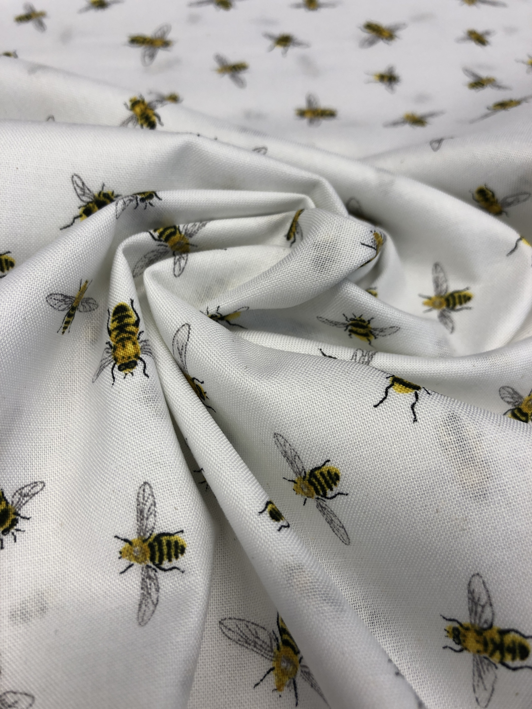 vitt vit bin bi lilla metervara modetyg barntyg bomullsväv tyglust laholm