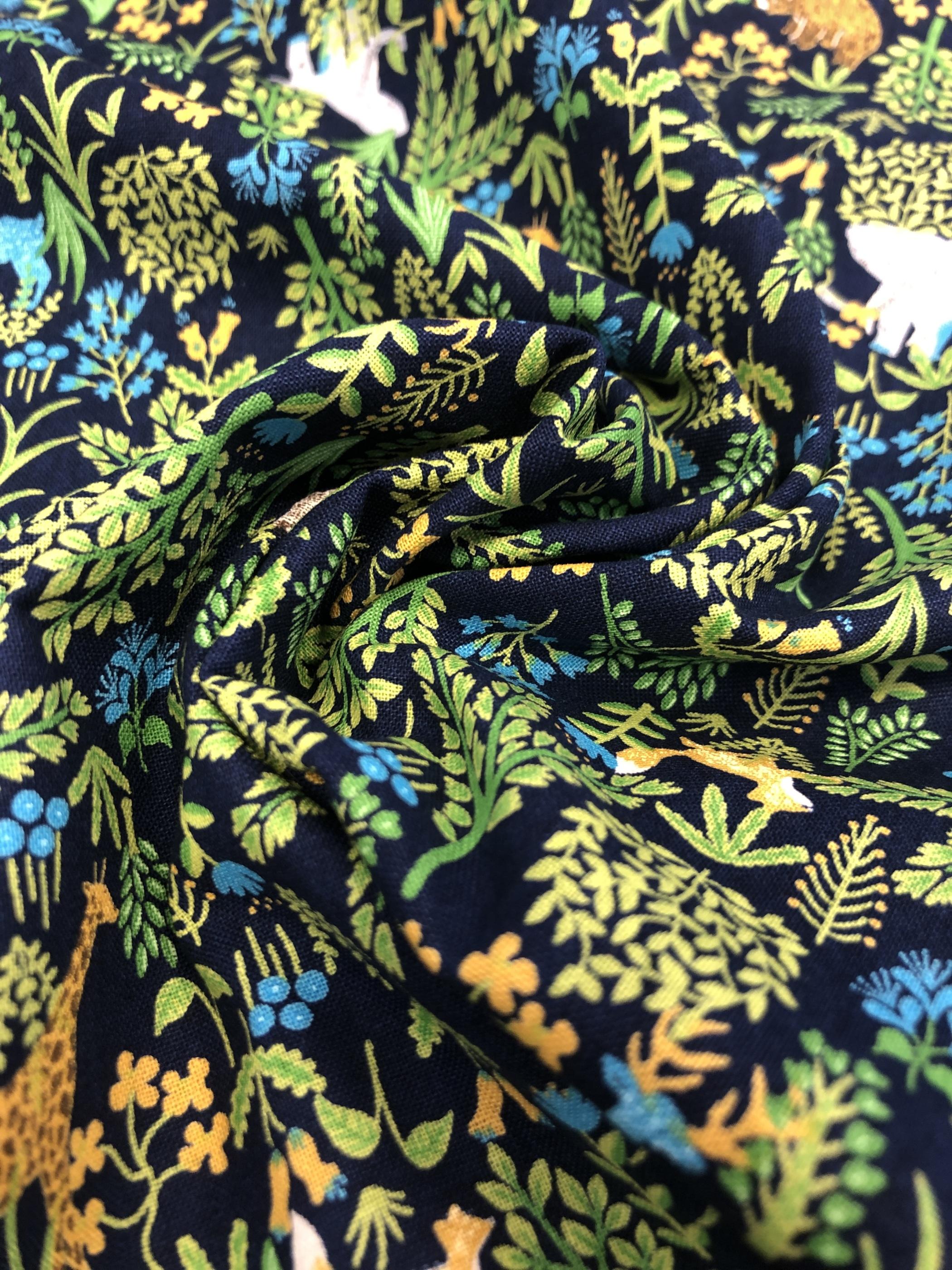 djur blad blå mörkblå småmönstrat barntyg modetyg metervara bomull bomullsväv tyglust laholm