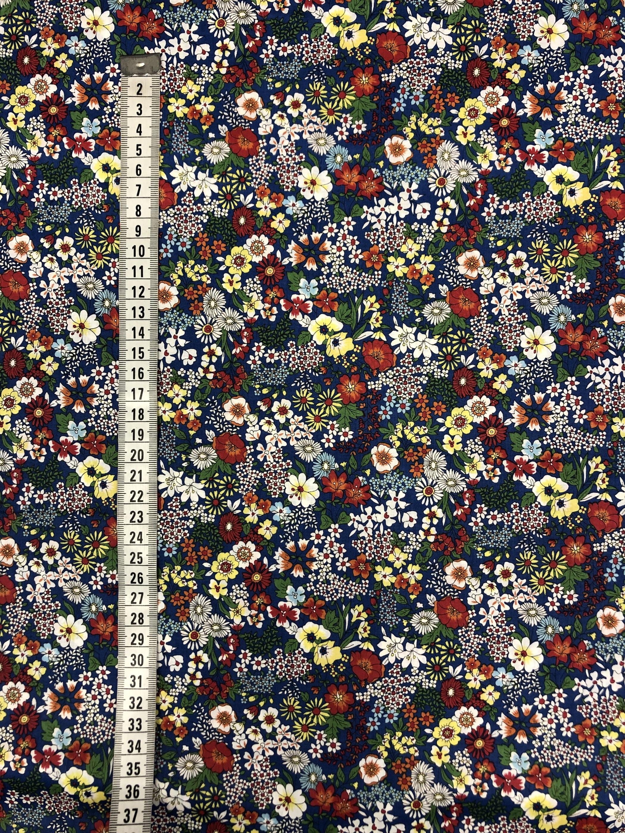 miniblomster miniblommor småblommigt blommor blå färgglatt metervara bomull satin modetyg tyglust laholm