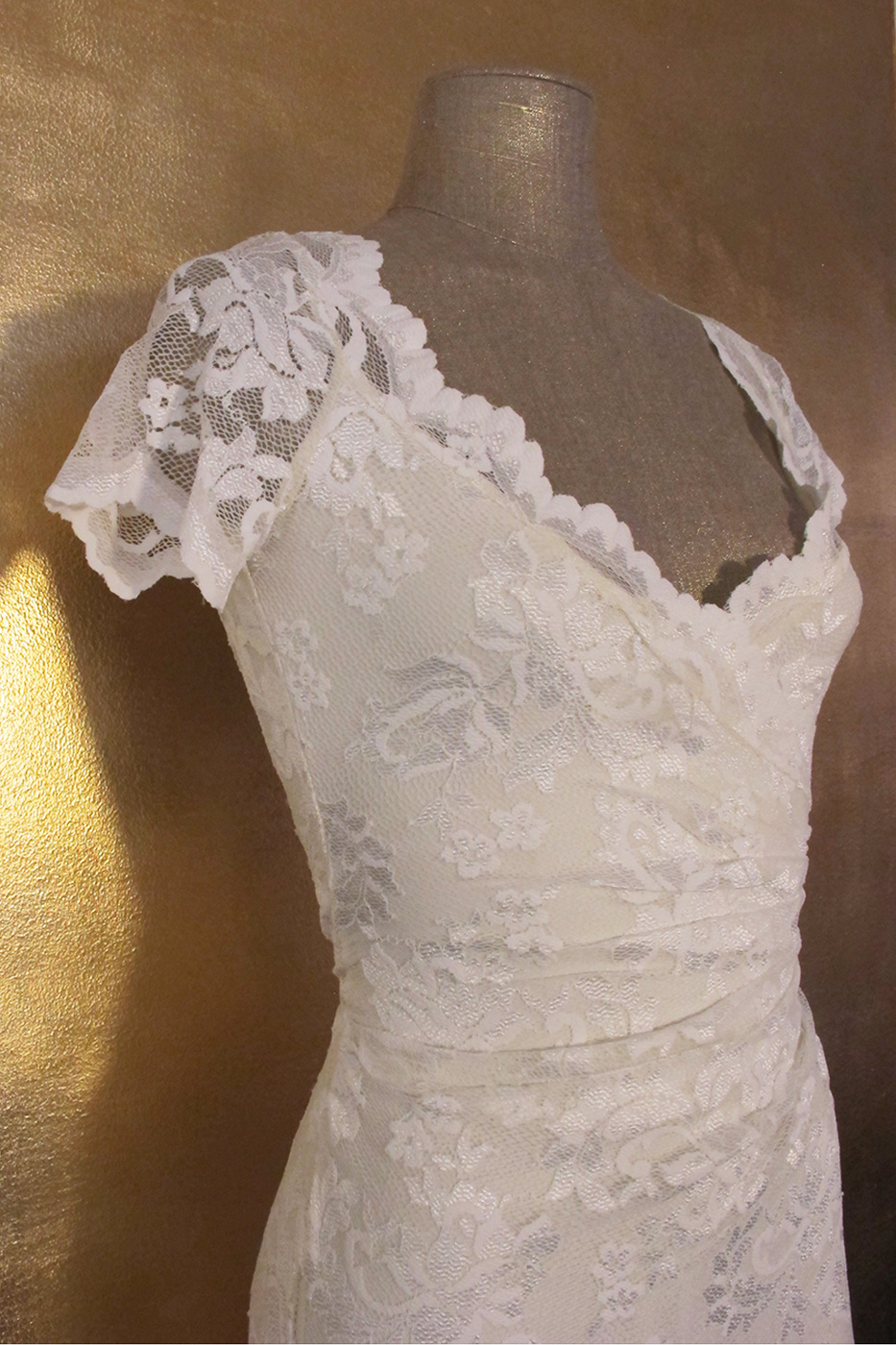 Olvis' Lace Gown | Ivory