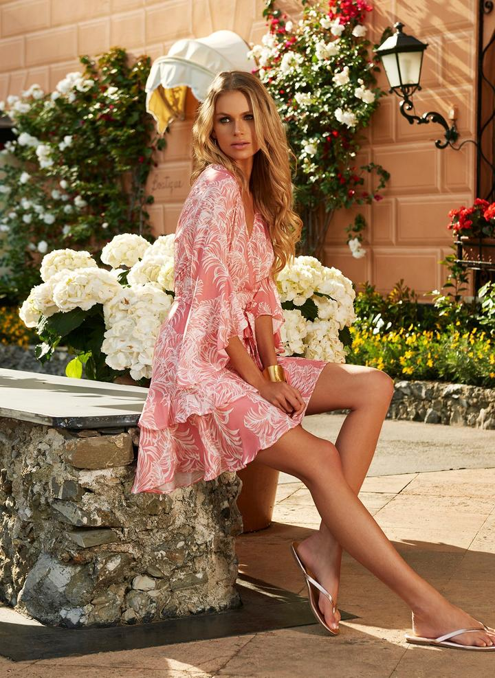 lifestyle-kirsty-tropical-coral-2020_720x.progressive