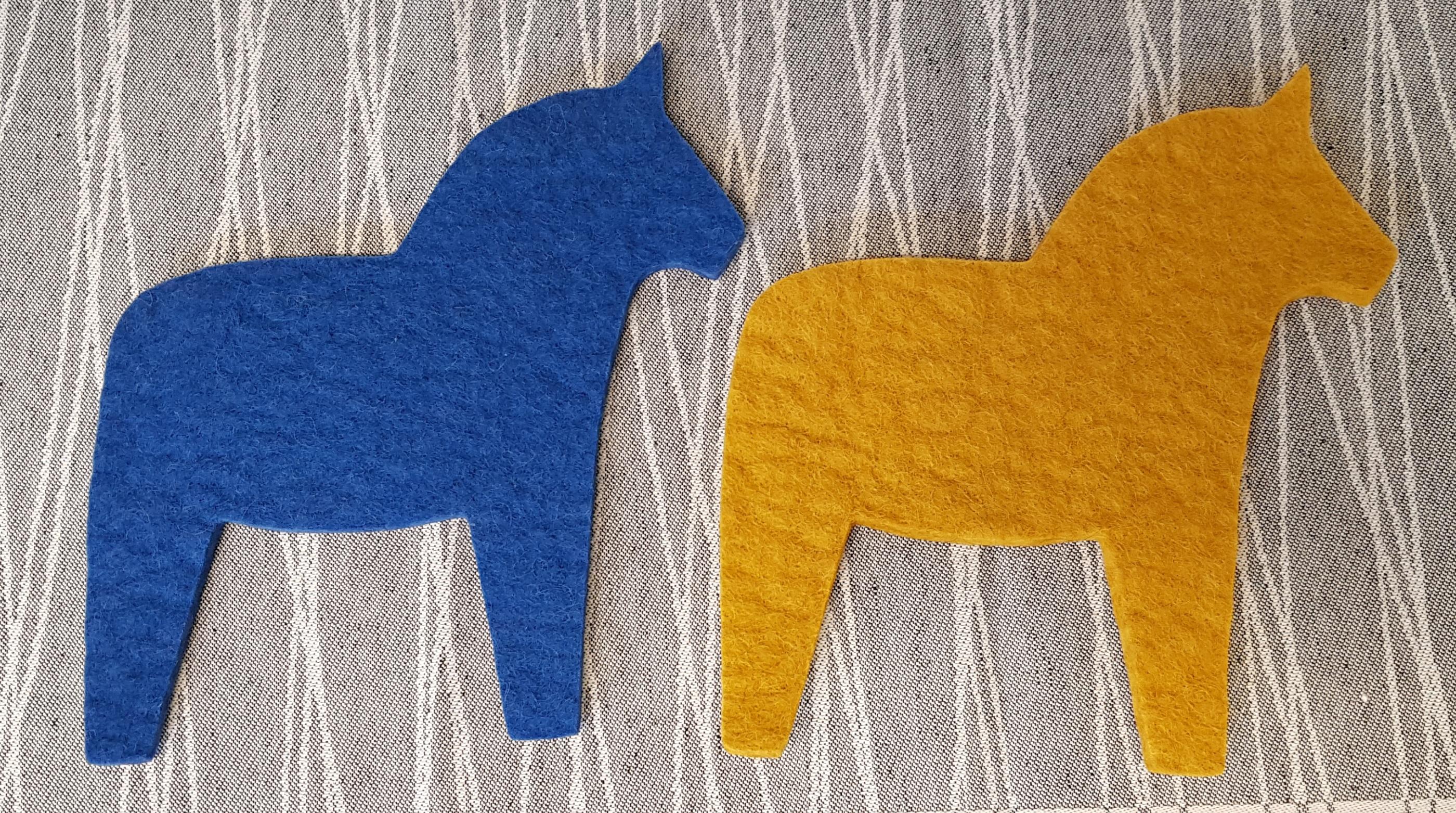 gul-blå-dalahäst-ullcentrum