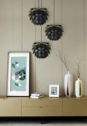 vita-silvia-svart-lampa