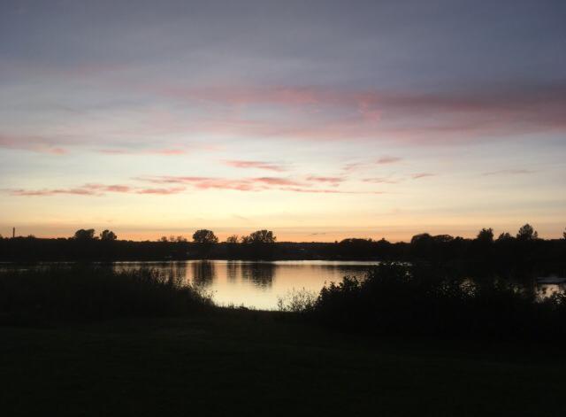 Sedan gick solen ned över Rocksjön. Foto: Anna Sundin (Folkrörelsearkivet).