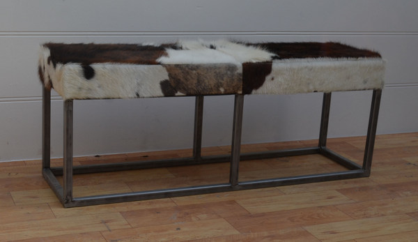 bänk med koskinn(Size-120x35x47 CMS)