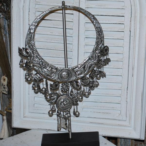 replik av antik halsband