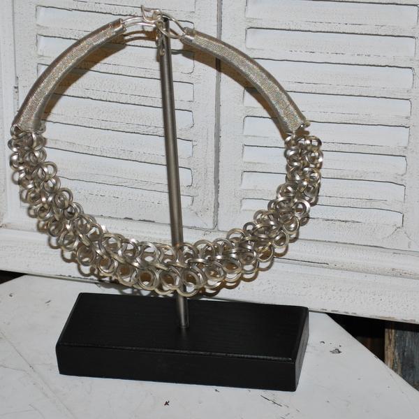 Halsband på ställning