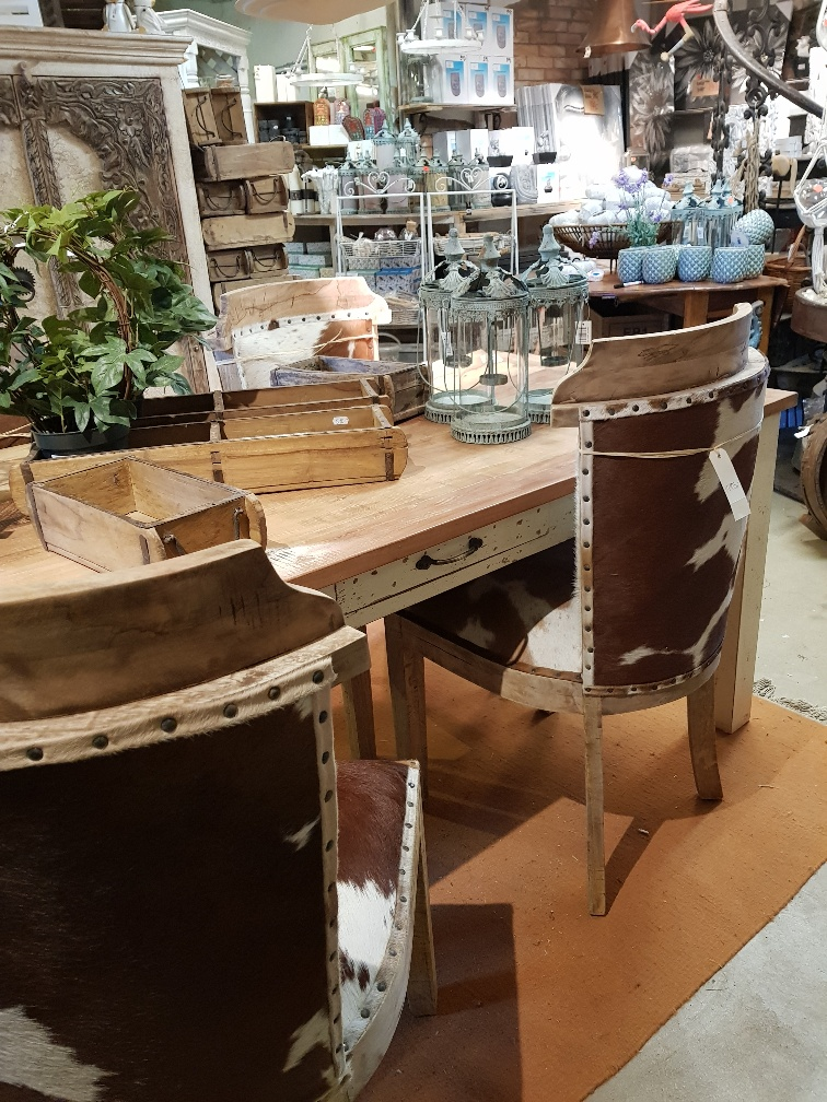 nya matbordet med låda