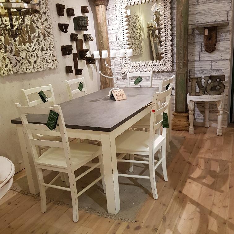 matbord och stolar