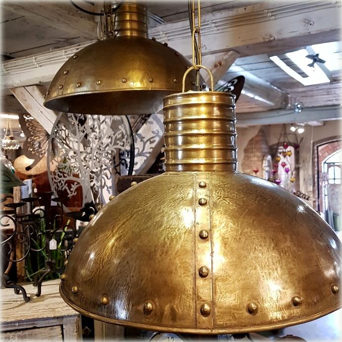 guldig lampa med knögglor 1