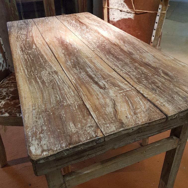 vintage bord nära