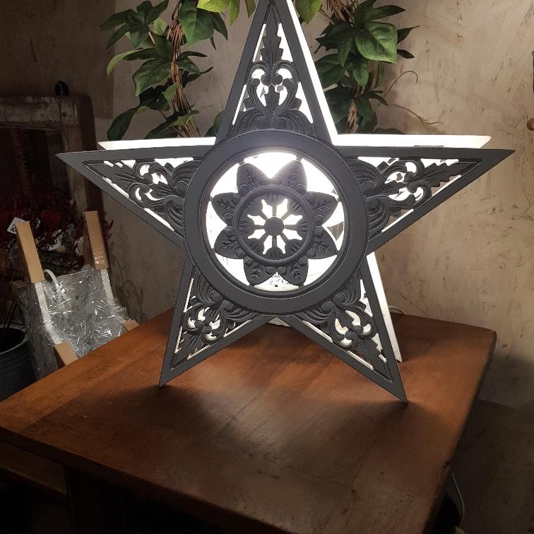 stjärnlampa tänd