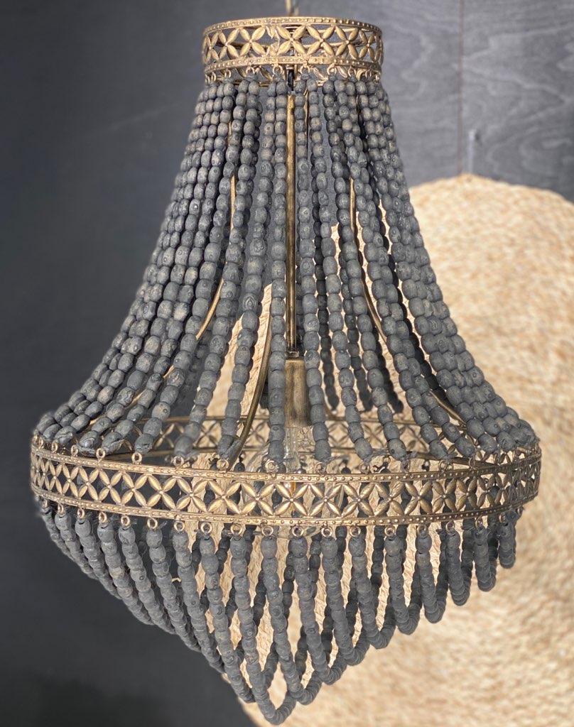 takkrona med träkulor
