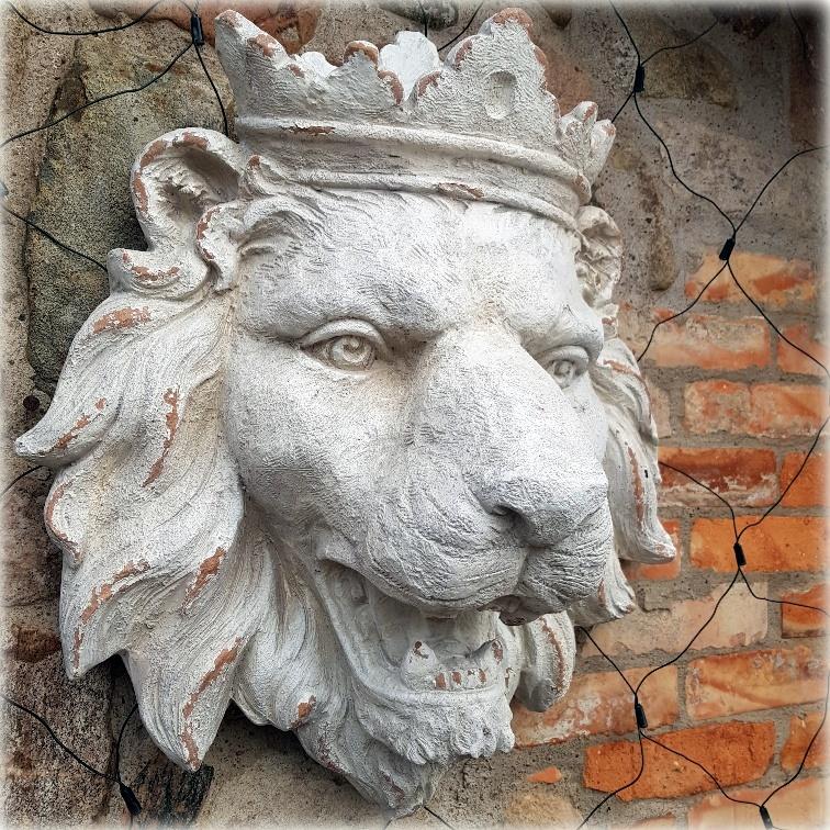 lejon på väggen 2 1